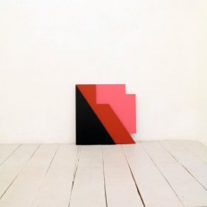 Replica 04 (bois, peinture, dimension variable)