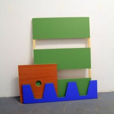 Replica 06 (bois, peinture, dimension variable)