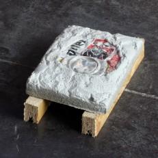Canette Canette de bière, béton, bois Dimensions variables