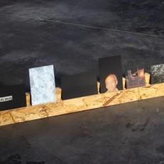 L'Exposition la Nuit 6 cartes postales (technique mixte), bois osb 90x20x4cm